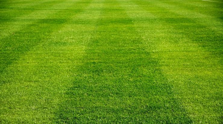 مقاييس ملعب كرة القدم