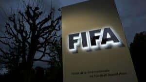 ابعاد ملعب كرة القدم حسب الفيفا