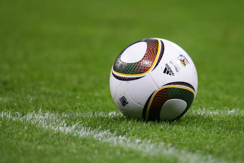 كم عدد مشجعين كرة القدم في العالم