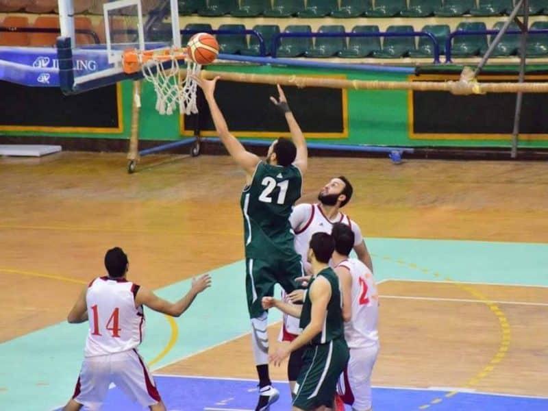 كم عدد اللاعبين في كرة السلة