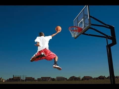 صور كبس كرة السلة بعنف من 8 حروف