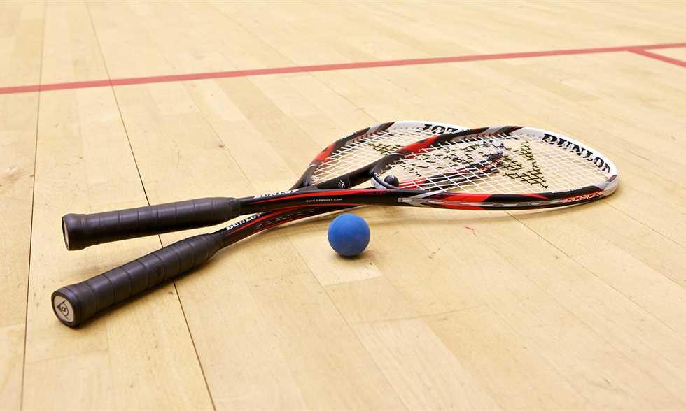 صور رياضة تلعب بالمضرب