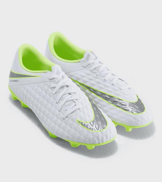 حذاء رياضي لكرة القدم