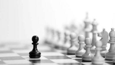 صور يبدأ لاعب الشطرنج بكم حجر