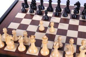 كم عدد مربعات لعبة الشطرنج